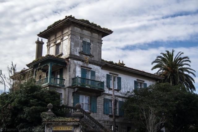 Situado en el número 23-24 de la avenida de la Habana, este singular edificio fue proyectado en julio de 1924 por el arquitecto Eduardo Rodríguez-Losada Rebellón.