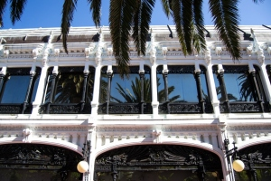 Construido en 1912 en un lenguaje modernista el pabellón, símbolo de la arquitectura herculina, fue ampliado en estilo Art Déco y modificado varias veces, destacando especialmente su estructura metálica. Su autor es el arquitecto Rafael González Villar.