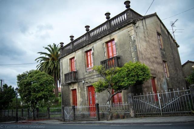 La vivienda es construida en 1931 por el retornado de Cuba Jesús Blanco Rojo en un lenguaje autóctono añadiendo ciertos elementos coloniales.