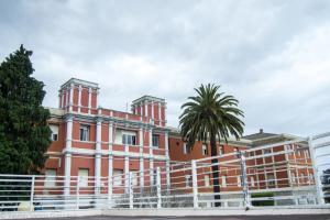 La construcción del Hospital Materno-Infantil se remonta a 1917, vinculada al legado de los filántropos coruñeses Angelita y Ricardo Labaca.