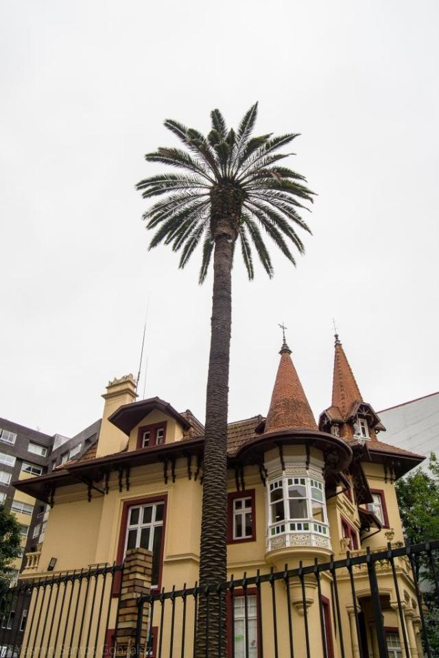 En 1913 el indiano Camilo Teijeiro Marín encargaba la construcción de una lujosa residencia a José Franco Montes.
