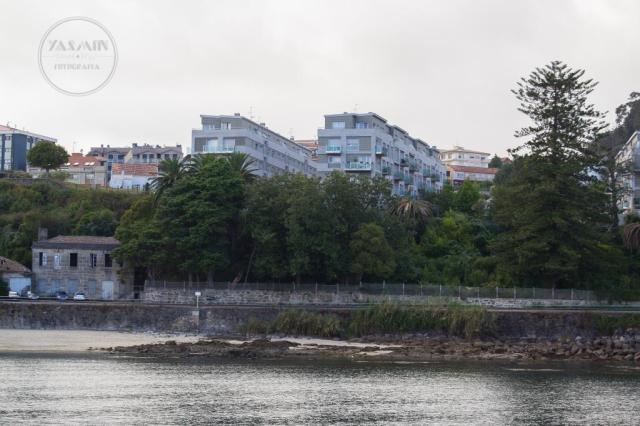 Frente a la playa de O Salgueirón se erguía la fábrica de salazón del genovés Guido Paganini Picasso, que hacia 1930 y tras su quiebra era adquirida por Massó Hermanos.