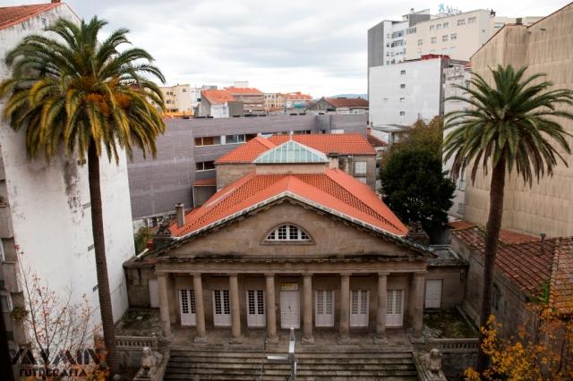 Sede actualmente del Archivo Histórico Provincial de Pontevedra, el edificio ofrece un llamativo diseño neoclásico, que imita al de un templo romano.
