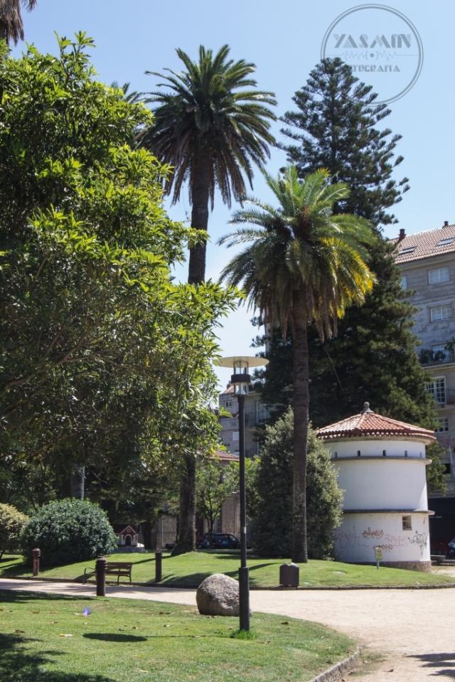 El 29 de abril de 1879 se presentaba el proyecto de la Alameda, Avenida de Montero Ríos y Jardines de Vincenti, en la zona inmediata a las recién derribadas murallas y en un tipo de operación urbana que se repite sistemáticamente en esta época a lo largo de la geografía gallega.