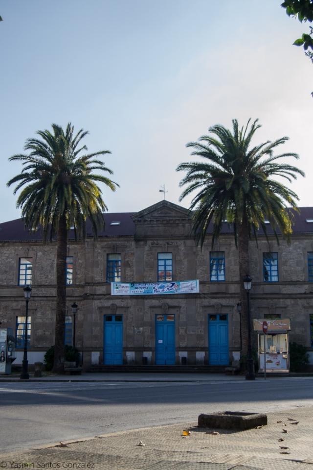 Rematado en 1889 para alojar la Casa do Concello, desde el año 1953 acoge el Instituto Virxe do Mar de Noia.