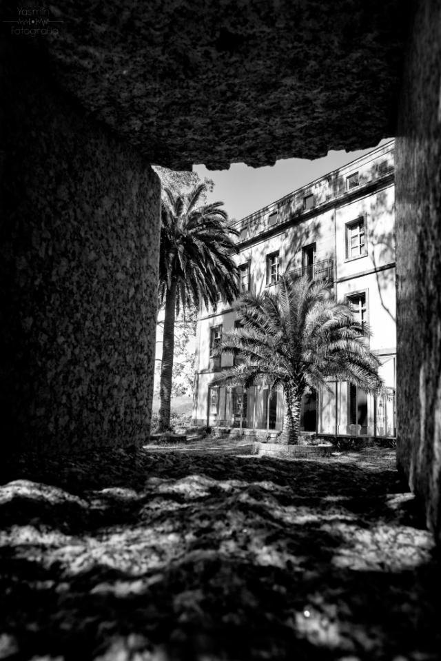 En 1838 comienza la urbanización de las islas de San Simón y San Antón para la construcción de un lazareto, siendo el proyecto original del ingeniero Alejo Andrade Yáñez y el adjudicatario de las obras Norberto Velázquez Moreno.