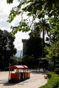 Los actuales jardines se asientan sobre la antigua parte norte del parque del Marqués de Figueroa, reservada en 1911 para la construcción de un inmueble.