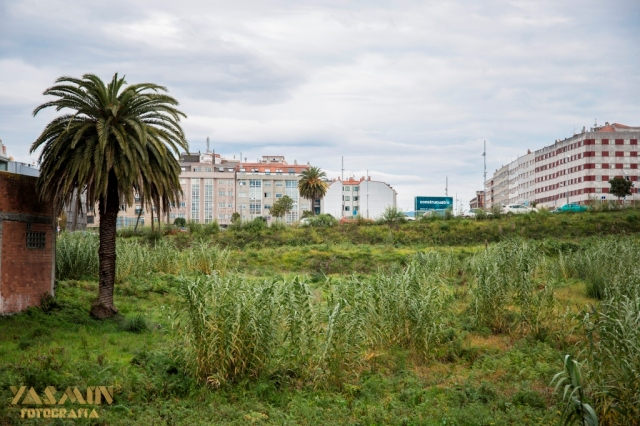 En el antiguo barrio de Eiriña, ocupando una gran extensión de terreno entre el núcleo urbano y la actual estación de ferrocarril se encontraba la finca de Joaquín Porta Cao, conocido maestro de obras.