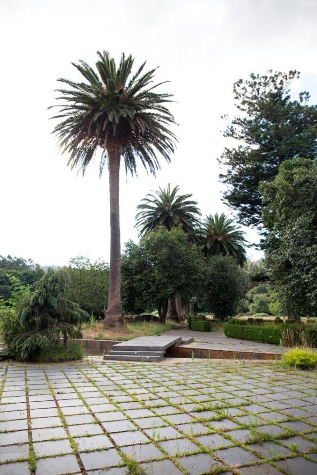 Se encuentra este pazo en el corazón de la parroquia de Couzadoiro, lugar que destaca por el fuerte movimiento migratorio sufrido y los numerosos indianos retornados.