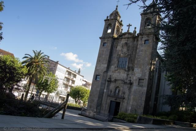 A principios del siglo XX la capital de Galicia expande su entramado urbano hacia el sur, mediante la apertura de calles como Senra, Hórreo o Carreira do Conde, avenidas que son ejecutadas con todo el cuidado y por donde la población de la ciudad vieja acostumbra a pasear.