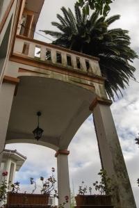En dicha calle Vista Alegre se conservan todavía varias casas de gran antigüedad, una de las cuales es la Villa Miramar. Consta de dos alturas y un semisótano, con planta en forma de T.