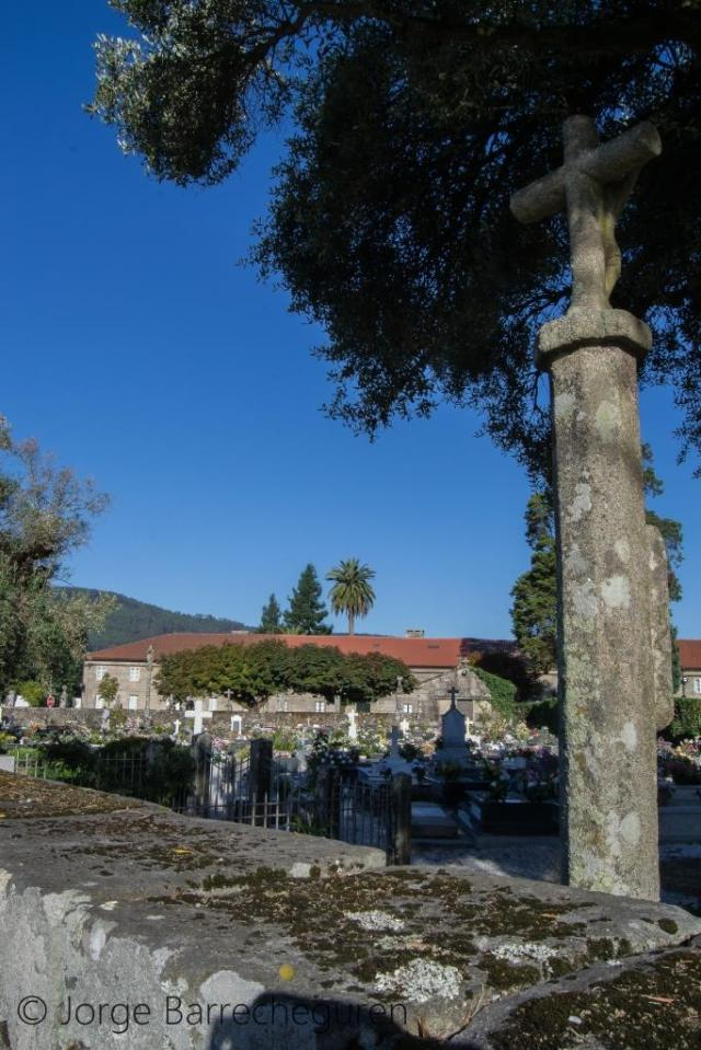 Este conjunto de ocho viviendas, dispuestas a lo largo de la carretera y frente a la Colegiata de Santa María de Adina, en Iria Flavia, fueron edificadas en 1790 para ser habitadas por los canónigos de la iglesia.