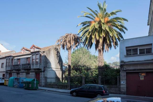 Gran ejemplo de residencia para la clase alta situada a las afueras de la localidad, que con el paso del tiempo se ha visto absorbida por el crecimiento demográfico y la presión urbanística.