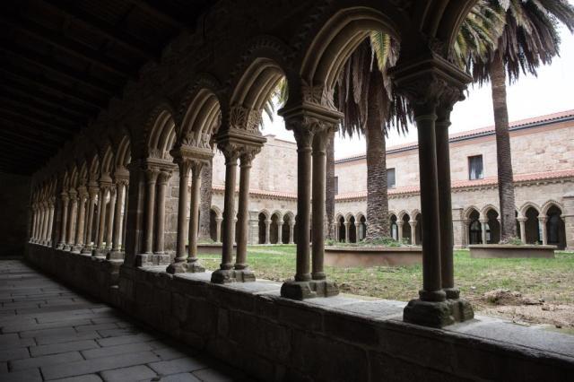 En el siglo XIV la orden franciscana edifica, en la ladera de Montealegre, un convento que en 1843 será transformado en cuartel de infantería, funcionando así hasta 1984.