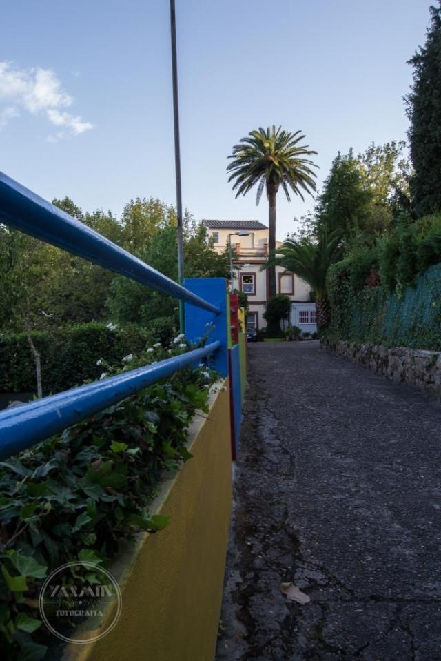 Se ubica esta villa en la calle Manuel Olivié, en plena Ciudad Jardín de El Castro. La construcción, de planta rectangular, data probablemente de entre los años treinta y cincuenta del siglo XX.