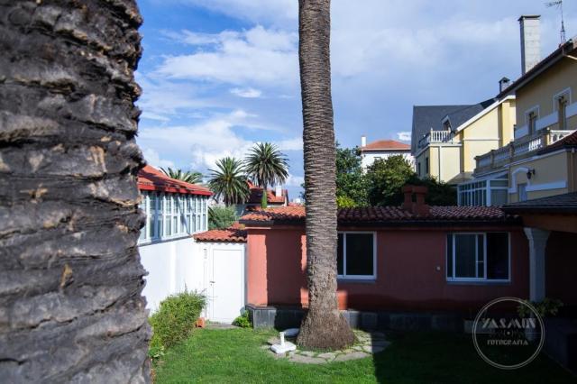 Se encuentra la villa que nos ocupa en la calle Andrés Martínez Salazar, en el corazón de la Ciudad Jardín.