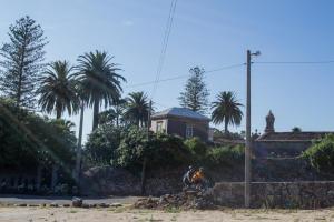 En origen la construcción es una fortaleza que en el siglo XVI es convertida en pazo rural. De este predio fue señor Luis López Ballesteros, destacado líder de la guerra de Independencia en la zona, que fuera ministro del rey Fernando VII.