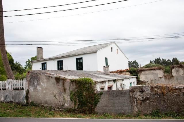 Podemos ver esta vivienda muy próxima a otra ubicada también en la parroquia de Osedo.